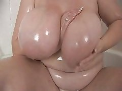 big bbw tit in shower